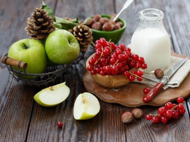 mliko a ovocie